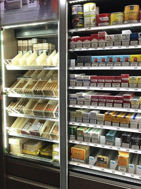 Intégration d'une armoire à cigare à coté du linéaire tabac en remplacement du Walk-in humidor